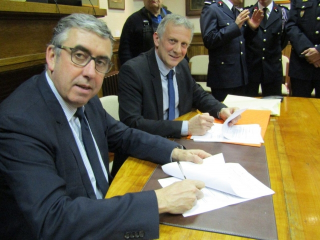 Signature d'une convention entre la Mairie de Maurs et le SDIS Cantal, concernant les agents communaux Pompiers Volontaires