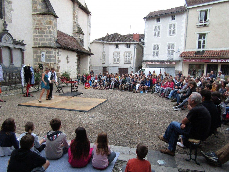 Spectacle de Bal(les), place des Cloîtres (20 Juillet)