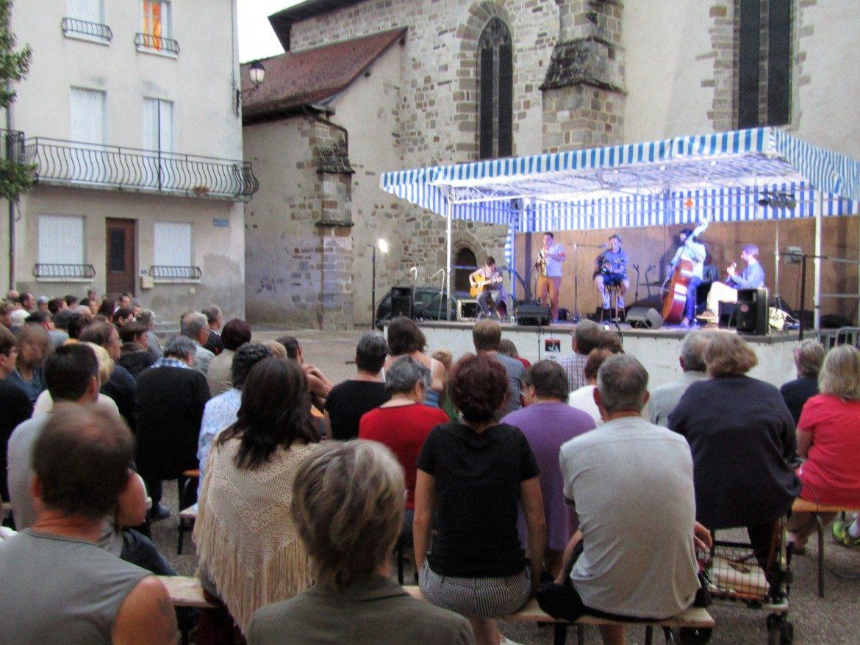 Concert Les Very Manlouch, place des Cloîtres (27 Juillet)