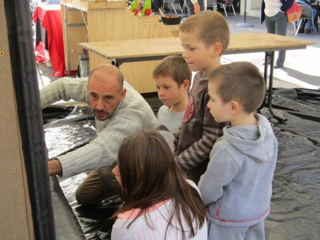Mathieu Palhol, invité d'Honneur, en pleine création avec des enfants